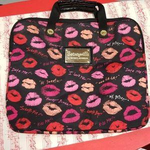 Betsey johnson laptop lips bag